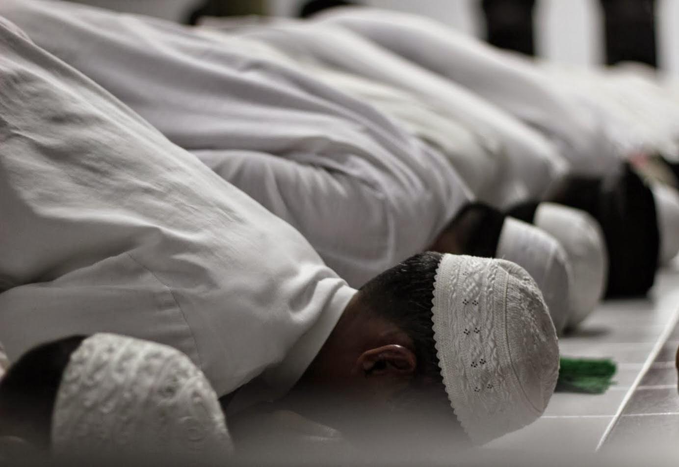 Bacalah Doa Ini Ketika Sujud Terakhir Dalam Solat, kelebihanya Sangat Luar Biasa.